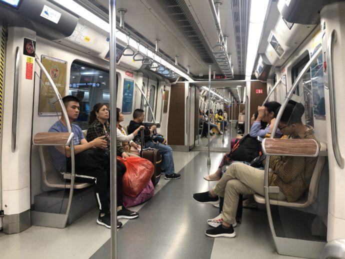 成都地下鉄の車内