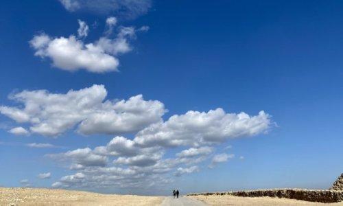 ギザのピラミッドエリアの大地