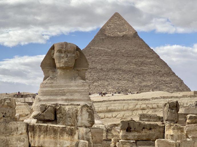 カフラー王のピラミッドとスフィンクス