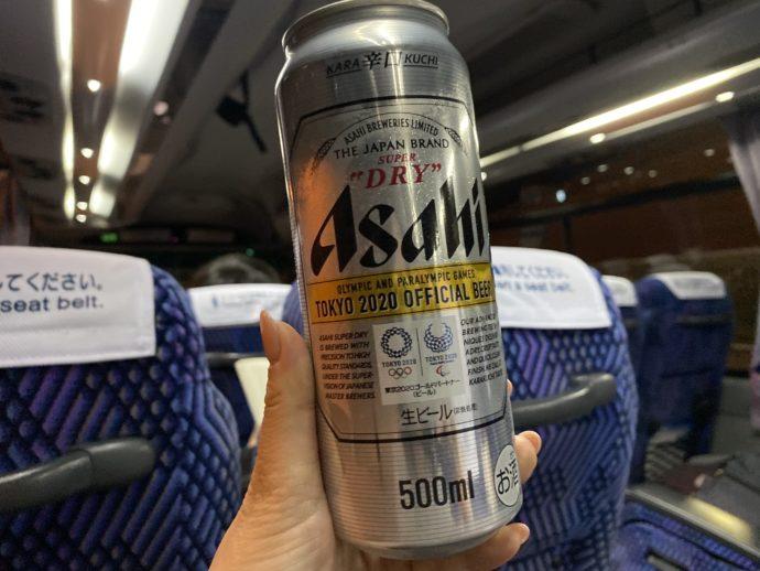リムジンバスで飲むアサヒスーパードライ