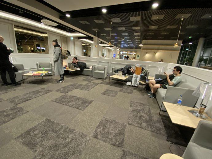 シャルルドゴール空港の無料待合所