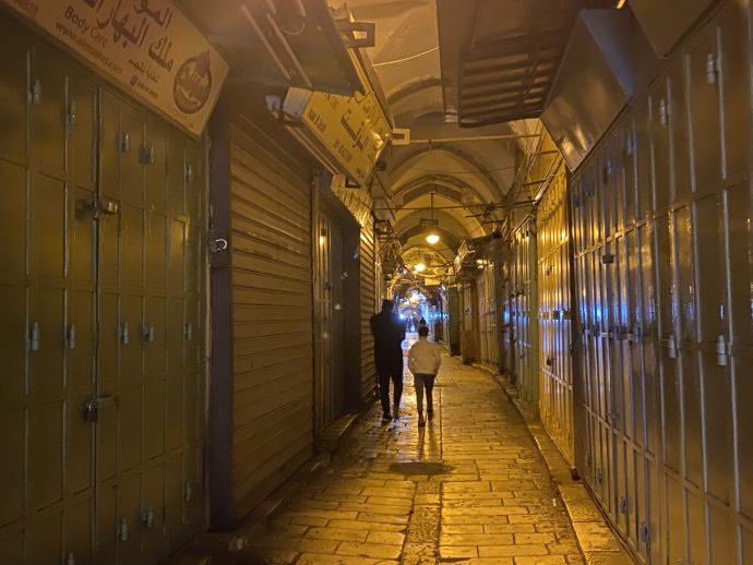 静まり返る夜のイスラエル旧市街
