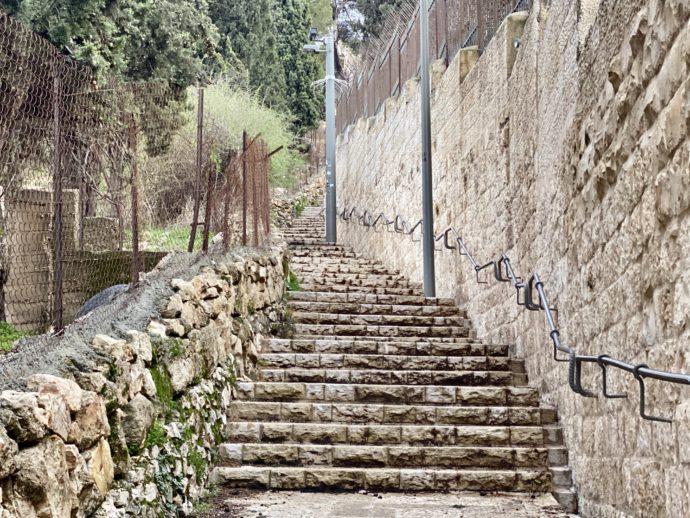 オリーブ山までの階段道