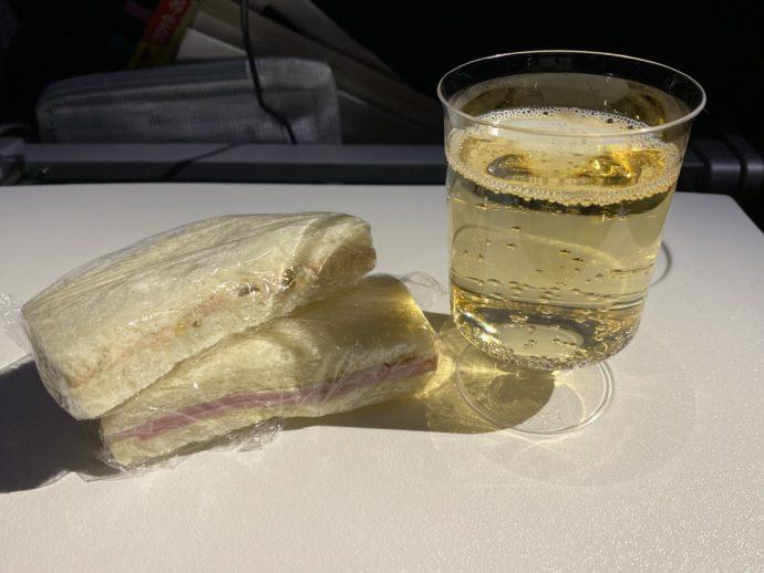 シャンパーニュとサンドイッチ