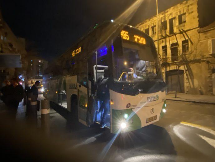 テルアビブ国際空港行きの485番バス