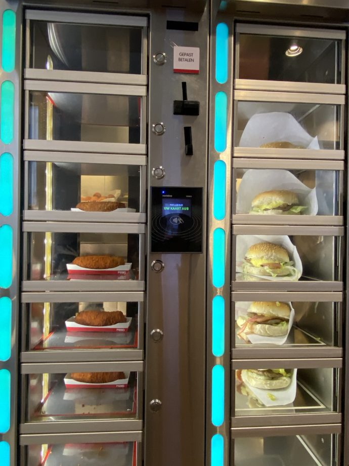 コロッケとハンバーガーの自販機