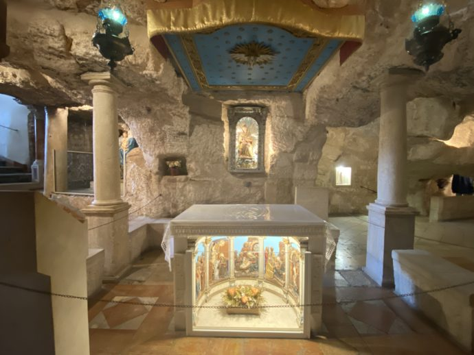 ミルク・グロットの祭壇