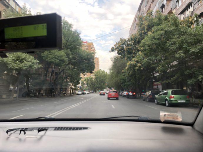 エレバンのタクシーからの風景