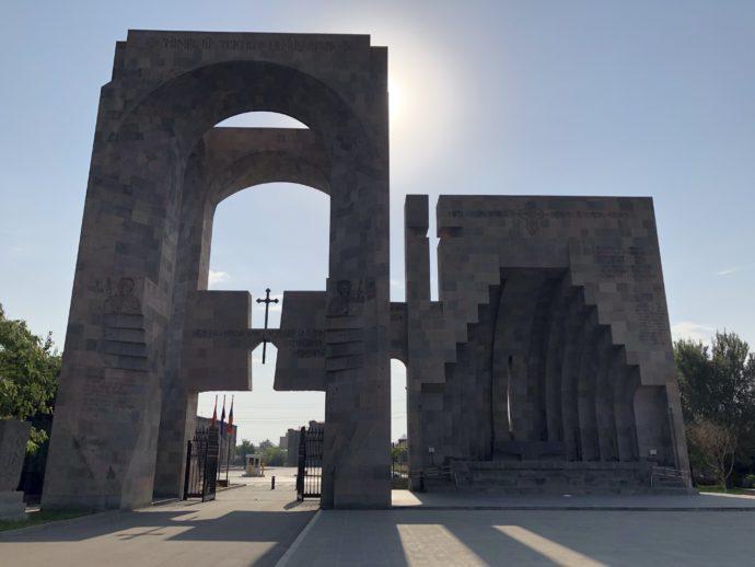 エチミアジン修道院の門