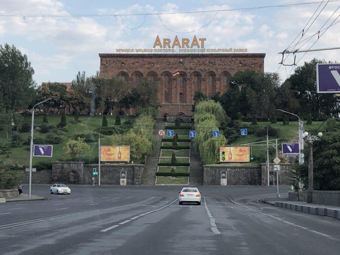 車窓から眺めるアララト工場