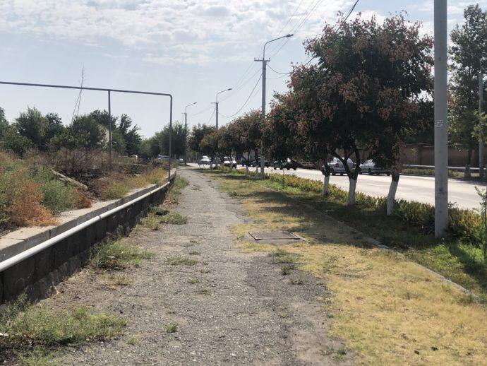 エレバン近郊の道路