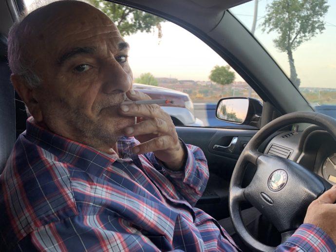 エレバンのタクシー運転手男性