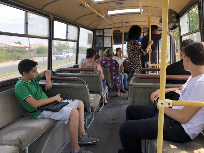 エレバンローカルバスの車内