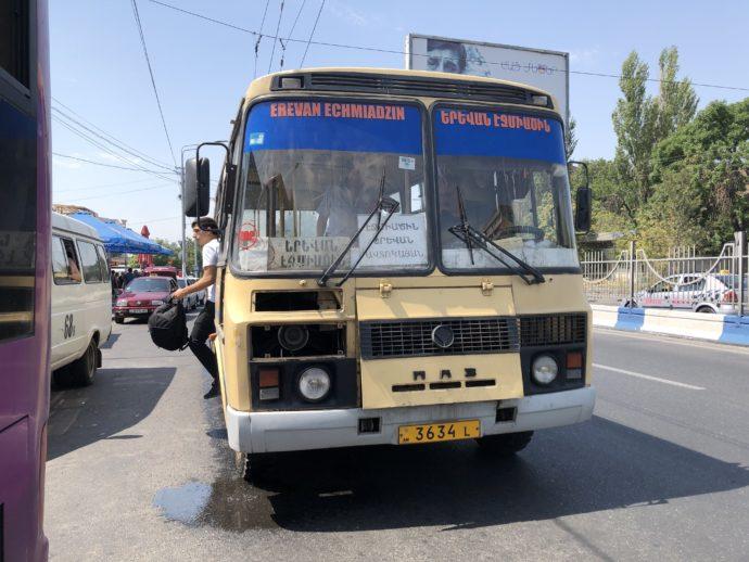 エレバンローカルバスの外観