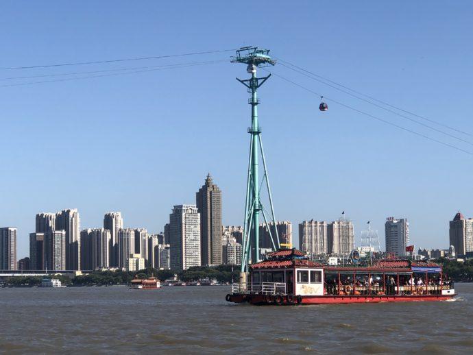 ケーブルカーと哈爾賓の街と遊覧船