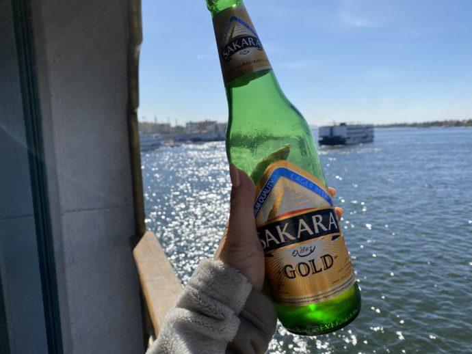 バルコニーで飲むビール
