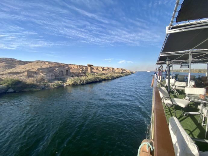 ナイル川クルーズ船のデッキから見える景色