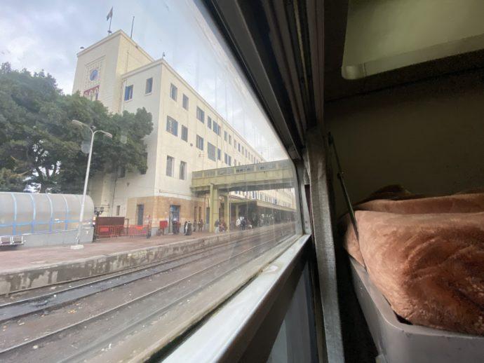 列車から見たカイロ鉄道駅