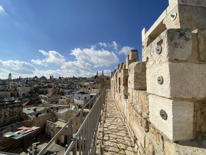 城壁めぐりのコースから眺めるエルサレム旧市街