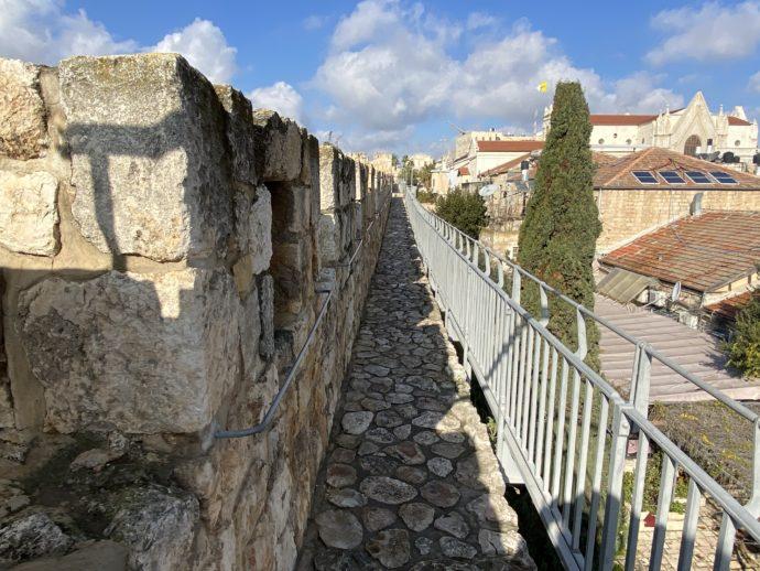 石畳の城壁巡りコース