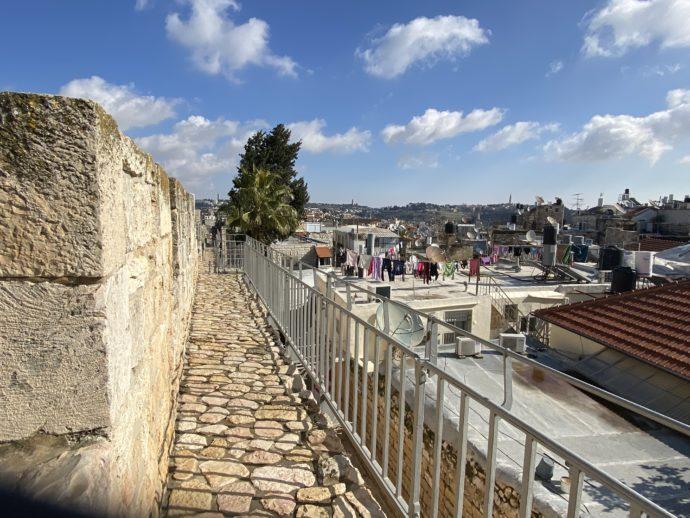 洗濯物がほされる生活感の溢れるエルサレム旧市街