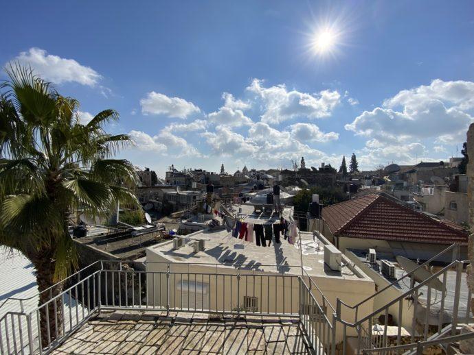 城壁から眺めるエルサレム旧市街の「生活」