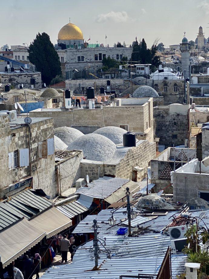 ダマスカス門から眺めるスーク