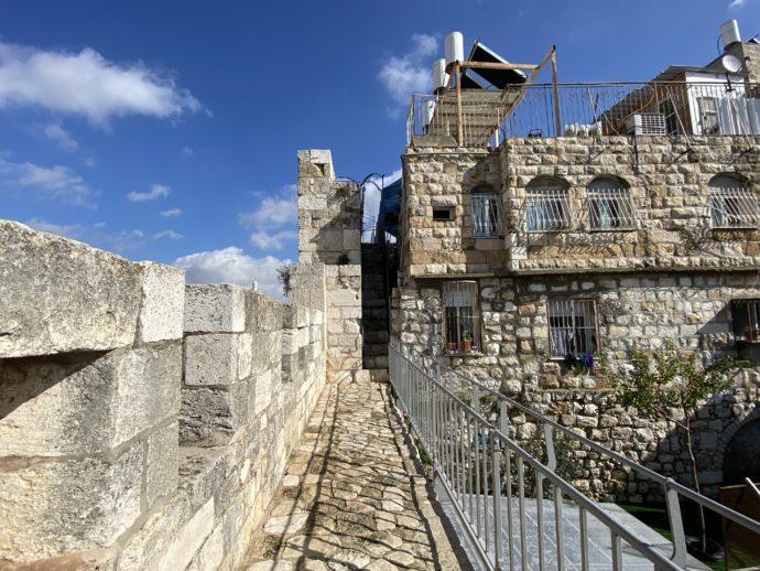ヘロデ門へ向かう城壁巡りのコース