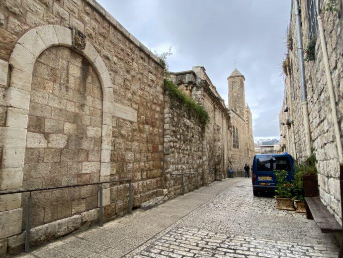 イスラエル地区の人気のない小道
