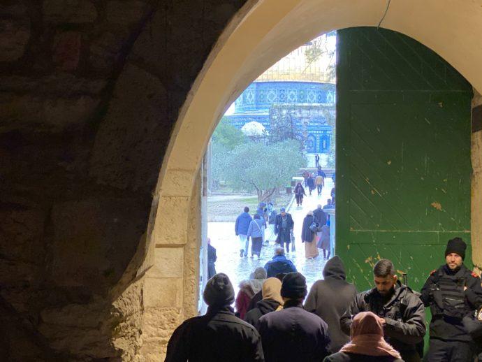 神殿の丘の入り口はイスラエル兵が警備