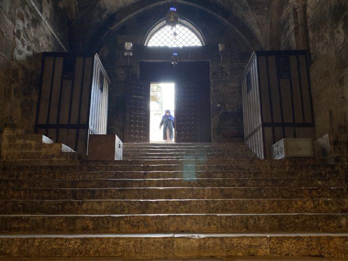 マリアの墓の教会の入り口階段
