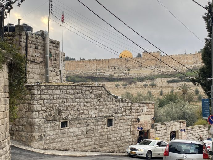 坂の途中から見えるエルサレム旧市街