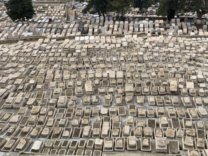 整然と並ぶ墓地