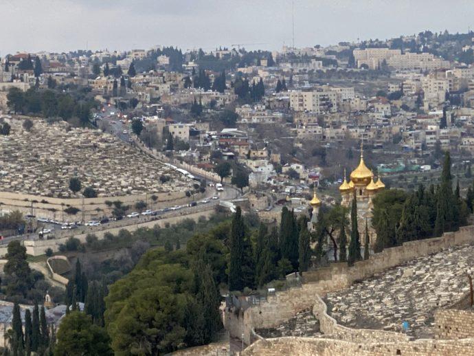 エルサレム旧市街の街とマグダラのマリア教会