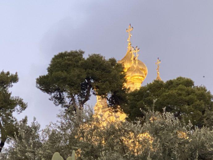 金色のドームの美しいグダラのマリア教会