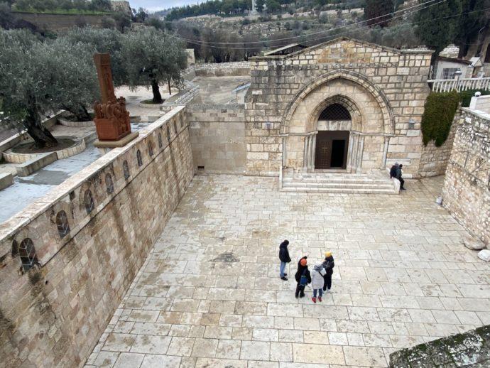 マリアの墓の教会の入り口