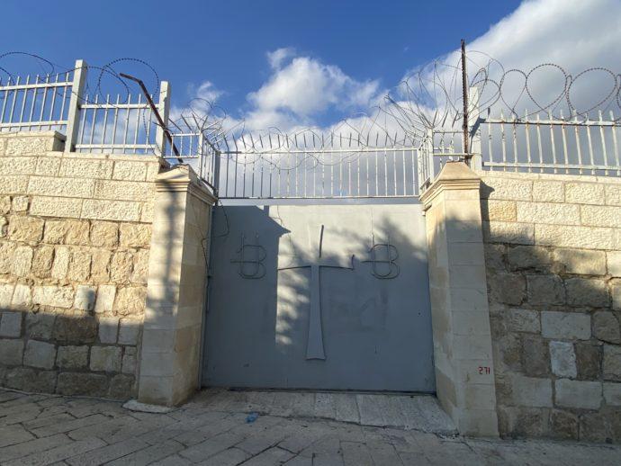 十字架の門扉