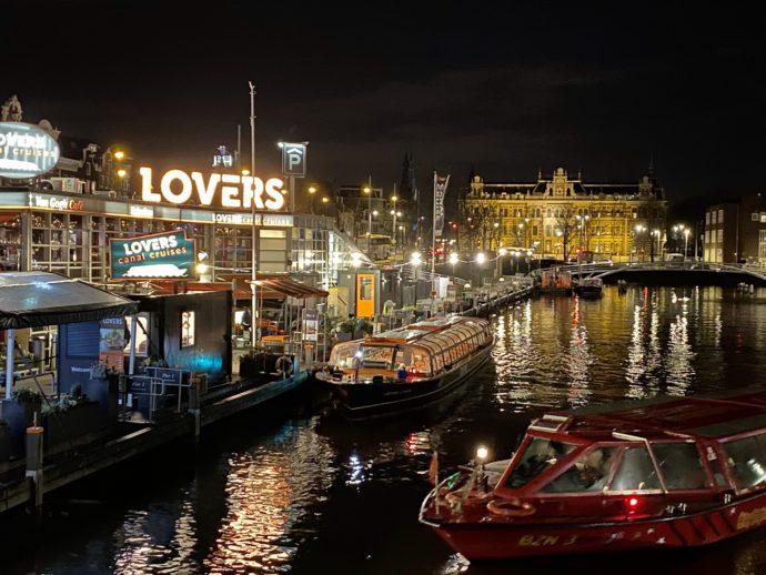 アムステルダム中央駅付近の夜景
