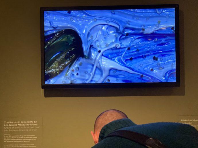 ゴッホの絵の具を顕微鏡で見る