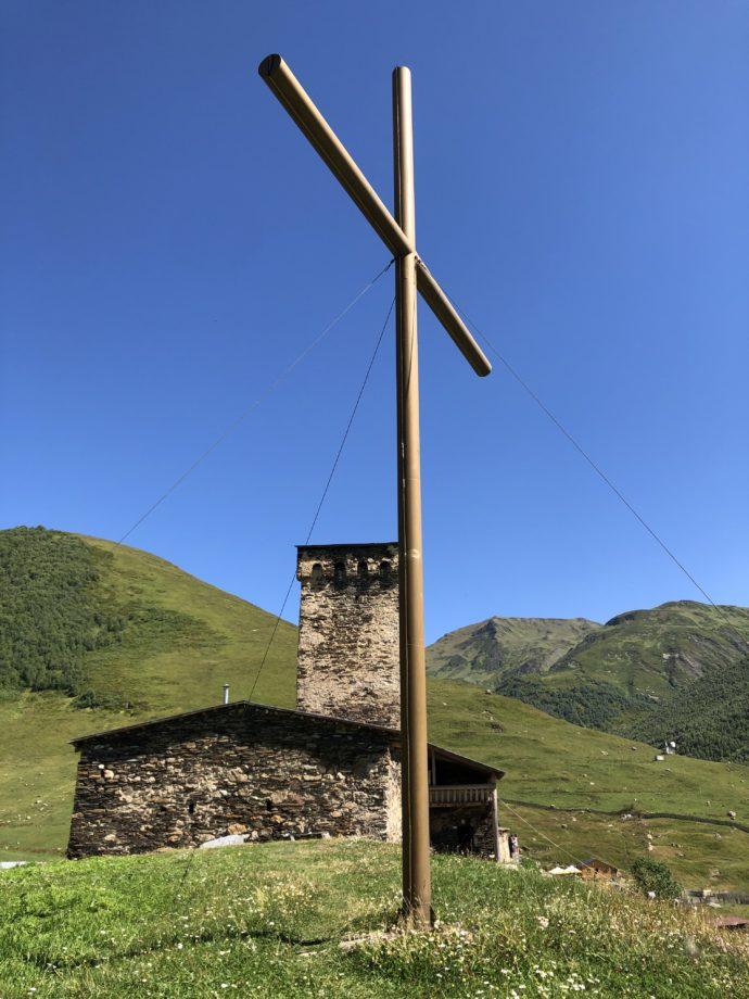 丘にたつ十字架