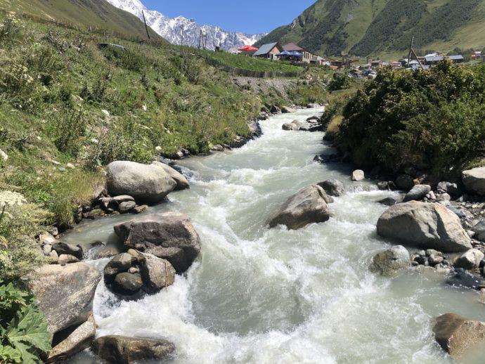 ウシュグリ村の川
