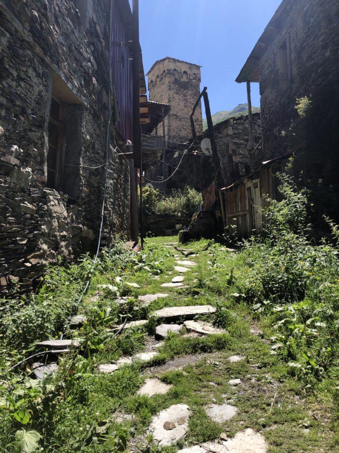 ウシュグリ村の路地