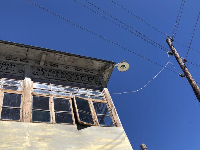 青い空と電柱