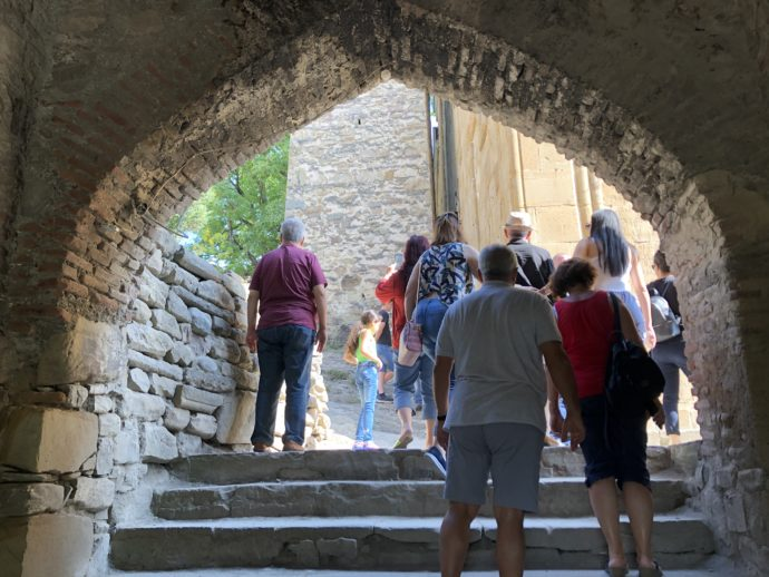 アヌメリ教会の観光客