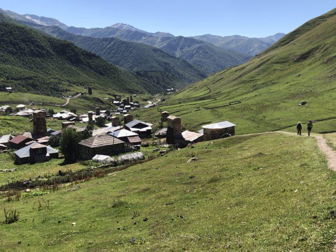 ウシュグリ村を高台から
