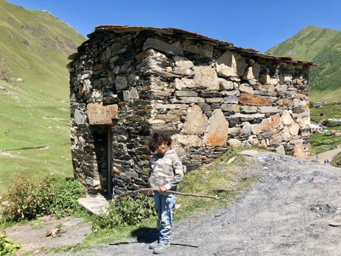 ウシュグリ村の少年