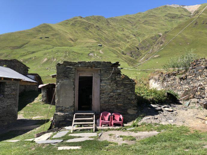ウシュグリ村の民家