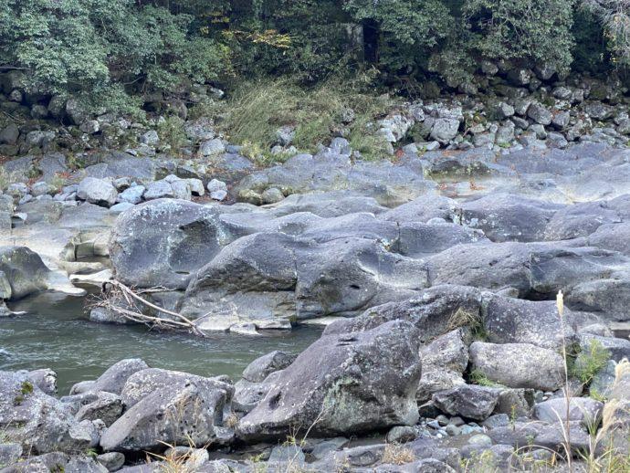 音の谷の岩