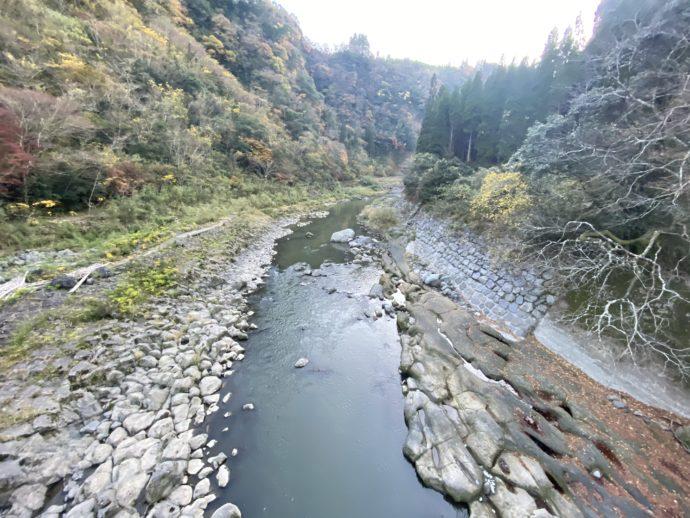 音の谷の川