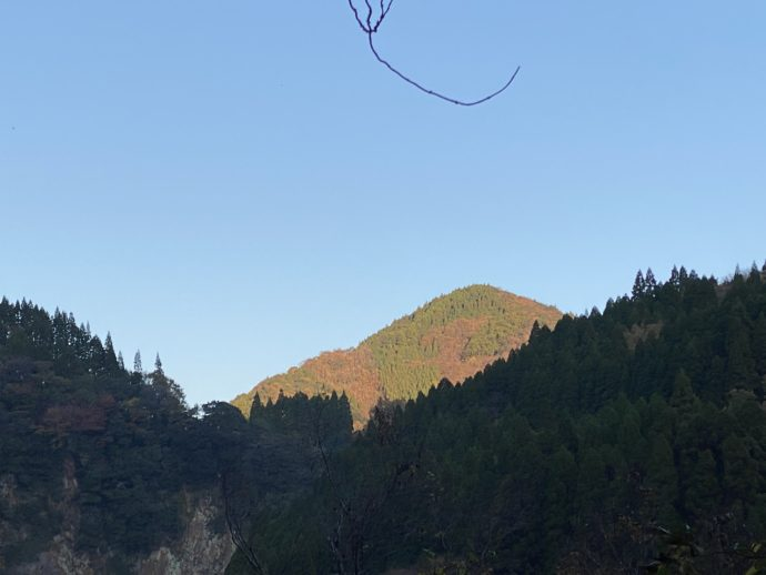 高千穂の山と青空